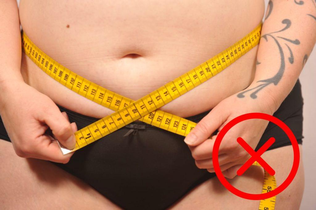 Wereld Obesitas Dag - Stigmatiserende foto van geïsoleerde lichaamsdelen