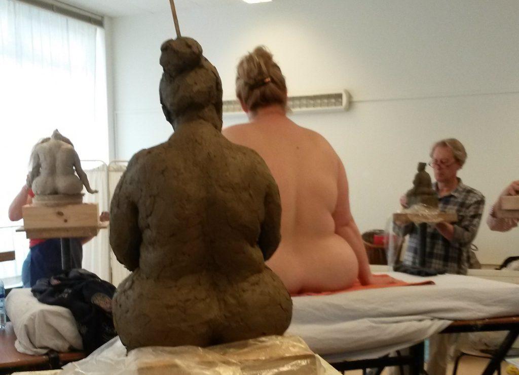 Jenny Klijnsmit als naaktmodel in de boetseerklas